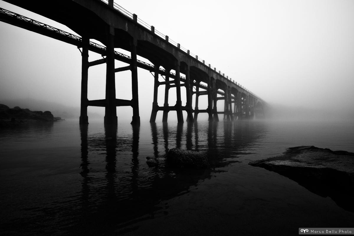Un ponte nella nebbia
